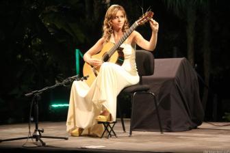 MABEL MILLAN AFINA GUITARRA ANTES DEL CONCIERTO EN ALMUÑECAR 18