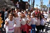 ESTUDIANTES DE LA HERRADURA CON LEMAS EN LAS CAMISETAS EN LA MARCHA 19