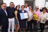 MENI JUNTO A SU FAMILIA Y TENIENTE DE ALCALDE EN EL ACTO HOMENAJE A LA SAETERA 19