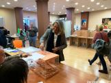 ALCALDESA ALMUÑECAR DURANTE LA VOTACIÓN 10