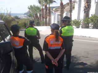 POLICIA Y PROTECCION CIVIL EN EL ACCESO AL CEMENTERIO LA HERRADURA 19