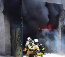 BOMBEROS ALMUÑECAR SOFOCANDO EL FUEGO EN GARAJE BARRIO TORRECUEVAS 20