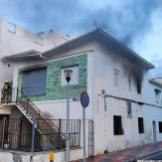 BOMBEROS ALMUÑECAR Y POLICIA LOCAL PARTICIPAN EN LA EXTINCIÓN DEL INCENDIO EN UNA VIVIENDA 21 (2)