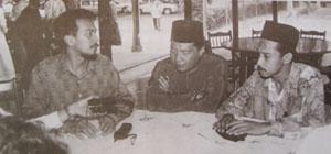 Husam bersama Razali Yusuf (kiri), inilah gambar pertama yang saya rakam sebagai menandakan bermulanya persahabatan.