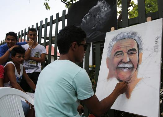 Merchan paints a portrait of Colombian author Gabriel Garcia Marquez in front of a museum converted from the house Garcia Marquez grew up in, at Aracataca