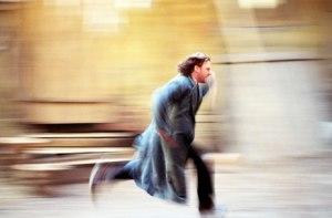 """John Simm në rolin e Raskolnikovit në variantin e BBC të romanit Krim dhe Ndëshkim Veprat e tjera të mëdha të Dostojevskit Krim dhe Ndëshkim (1866): Historia e Raskolnikovit, një studenti të ri në Shën Petersburgun e shekullit të 19 i cili pushtohet nga ndjenja e fajit pasi vret një fajdexheshë. Idioti (1868): Historia e Princit Mishkin – """"idioti"""" i titullit – natyra naive e të cilit krijon katastrofa për njerëzit përreth tij. Vëllezërit Karamazov (1880) – Roman filozofik mbi katër vëllezër dhe babain e tyre pronar tokash, vrasja e të cilit ngre pyetje mbi Zotin, vullnetin e lirë dhe moralitetin."""