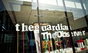 Zyrat e Guardian dhe Observer në Londër. 'Ndërsa aspektet e modelit tradicional të biznesit të gazetave janë holluar nga ndryshimet shoqërore dhe kulturore të sjella nga teknologjia, tashmë ka rëndësi gjithnjë e më të madhe të dihet se çfarë është përmbajtje e prodhuar nga gazeta.' Foto: Felix Clay for the Guardian