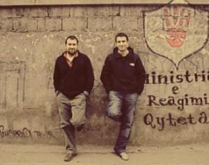 Erion Veliaj dhe Arbian Mazniku (aktualisht nenkryetar i bashkise Tirane) gjate kohes kur drejtonin MJAFT