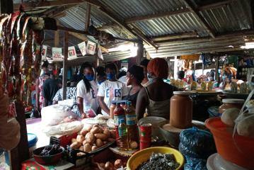 Conakry/Contre Covid-19: Le Club ''Elles'' distribue des masques lavables aux femmes des marchés