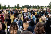 Au Pays-Bas, des milliers de personnes manifestent à La Haye contre les mesures corona