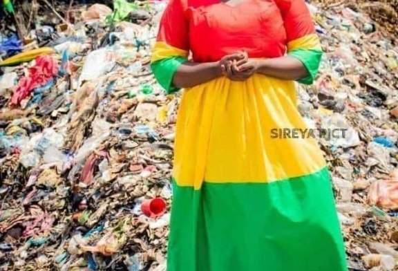 Fête de l'indépendance : La jeune dame habillée en tricolore dans des ordures brise le silence