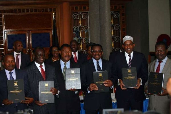 Leaders from the Senate and National Assembly display copies of the report by the Joint Select Committee on electoral reforms at Parliament on August 18, 2016.