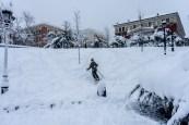 Una esquiadora se desliza entre la Real Academia y el Museo del Prado