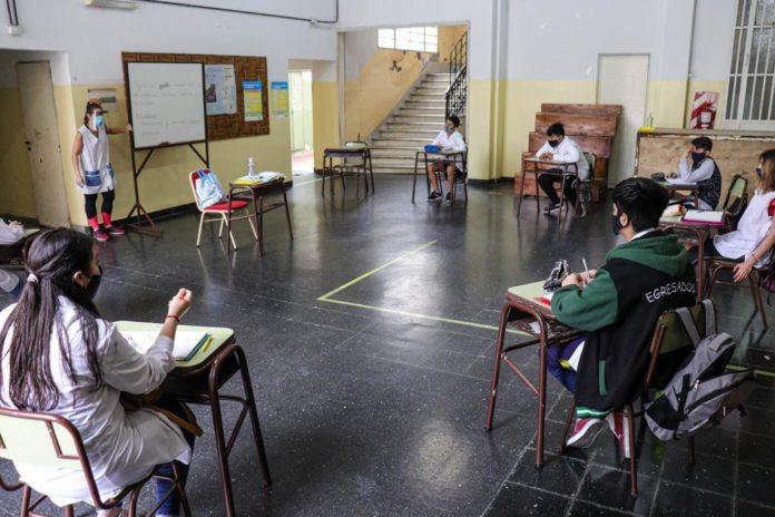 Unos 6.700 estudiantes retoman las clases presenciales esta semana