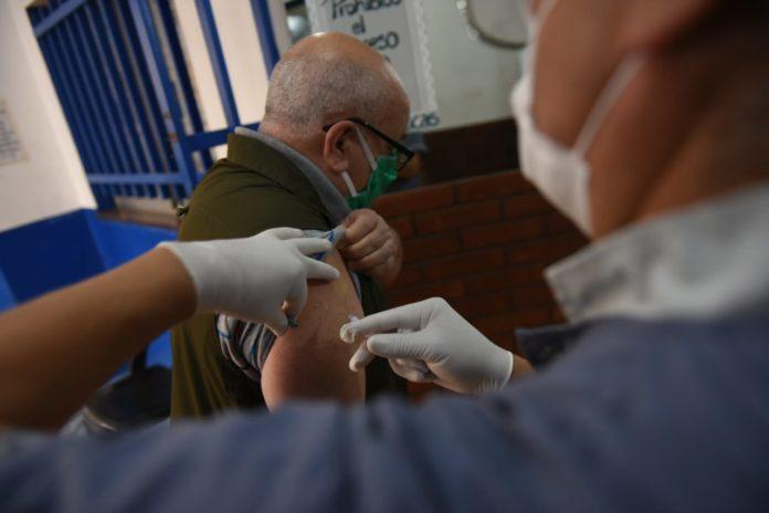 Provincia planea vacunar a unas 150 mil personas por día desde enero