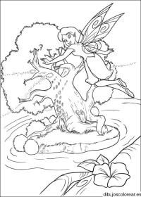 Dibujo de un hada en un rbol