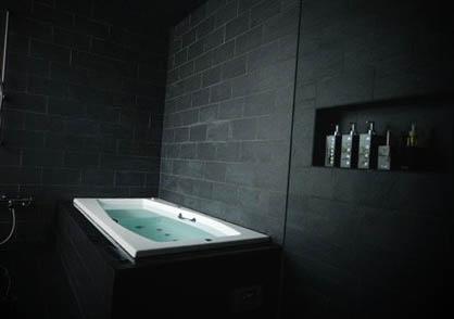 black-bathroom-design-ideas