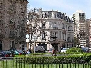 http://dicasdomundo.com.br/attachments/517-400px-recoleta_buenosaires.jpg