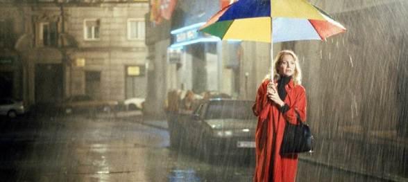Cecilia Roth nas ruas de Barcelona em Tudo Sobre Minha Mãe