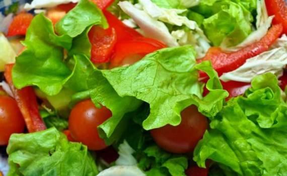 Salada de folhas antes das refeições
