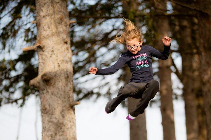 crianca pulando 1024x682 - Benefícios do Jump: divertido, rápido e ideal para emagrecer