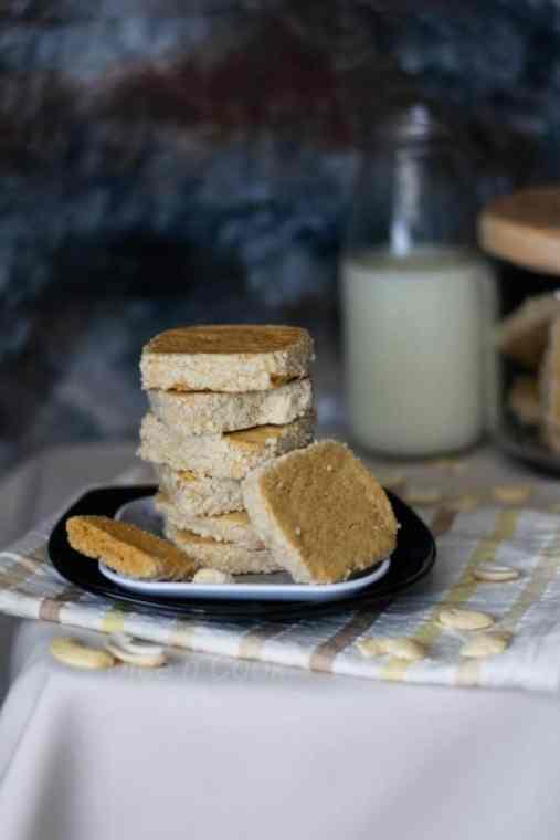 Eggless-cashew-butter-cookies