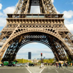 Pháp sẽ dựng bức tường kính 2,5m bao quanh tháp Eiffel