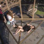 Thử lòng can đảm với con đường kính của tháp Eiffel