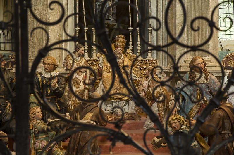 Statues de terre cuite de la vie de Saint François