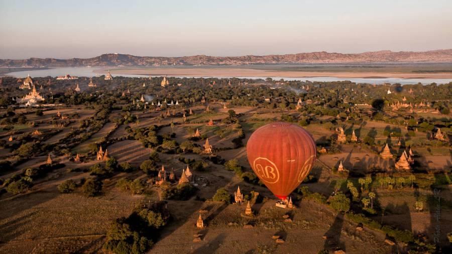 La plaine de Bagan dans une boucle de l'Ayeyarwady