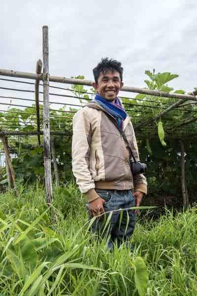 """Notre guide photographe """"Coco"""" nous montre qu'il peut marcher sur les jardins flottants"""