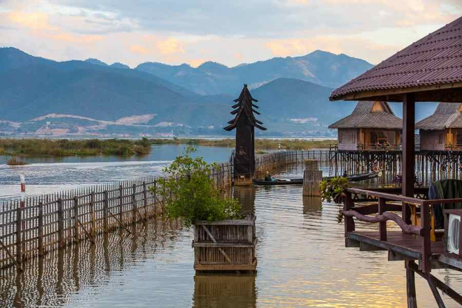 Entrée de l'hôtel lacustre Shwe Inn Tha