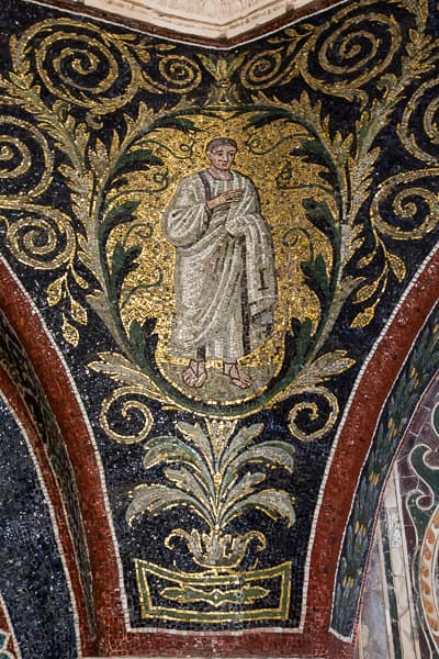 détail de mosaïque du baptistère néonien avec personnage
