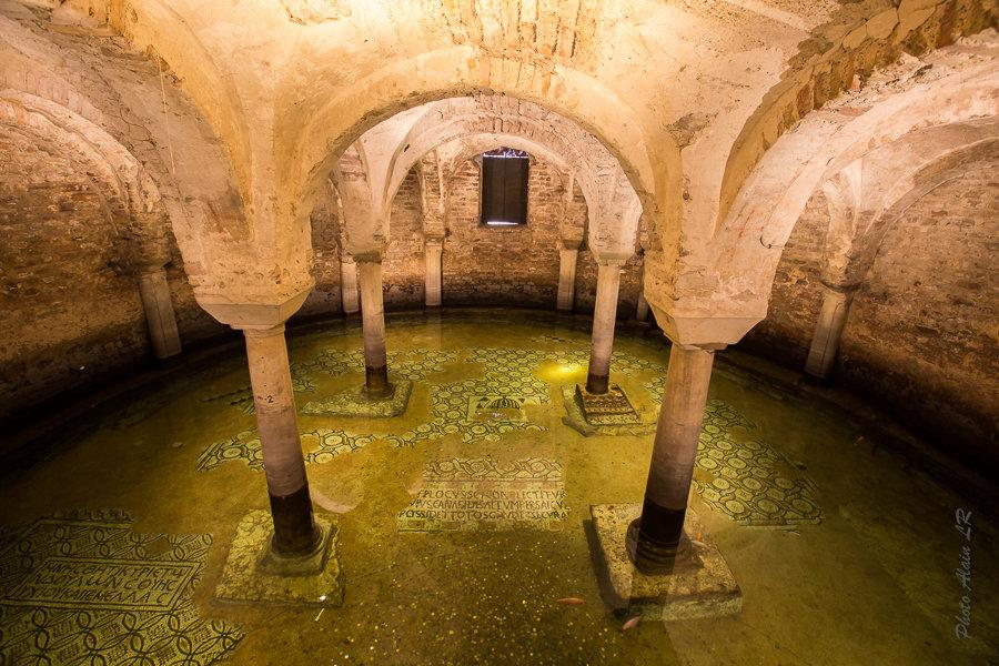 crypte de San Francesco noyée par l'eau de la nappe phréatique