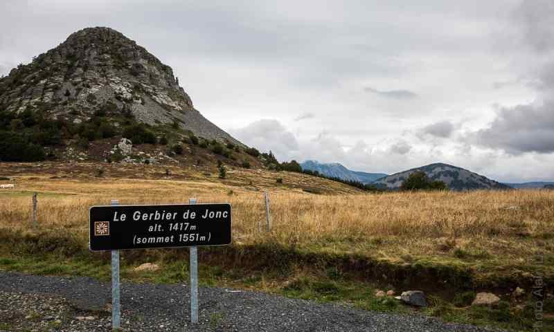 Panneau indiquant le Mont Gerbier de Jonc et l'altitude