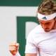 Roland-Garros : Stéfanos Tsitsipas domine facilement Pablo Carreño Busta et file en quarts