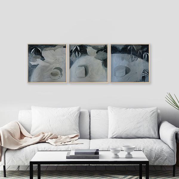 Tríptico de la artista Alicia Ayanegui decorando living