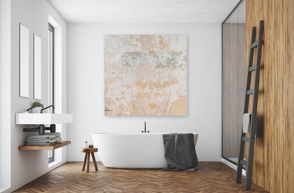 Montaje de obra en un baño de la artista María Campiglia