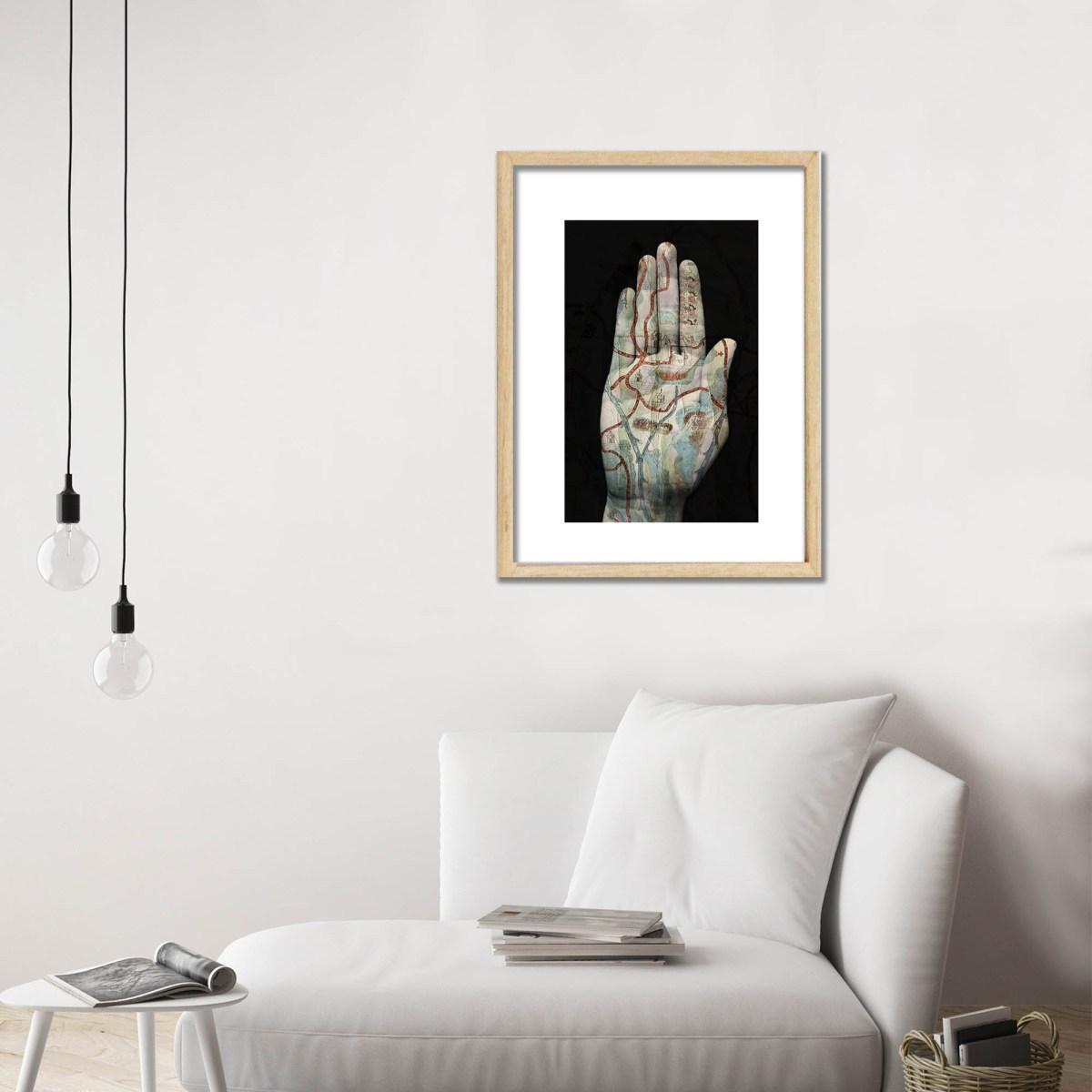 Fotografía de Tatiana Parcero decorando salón de estar