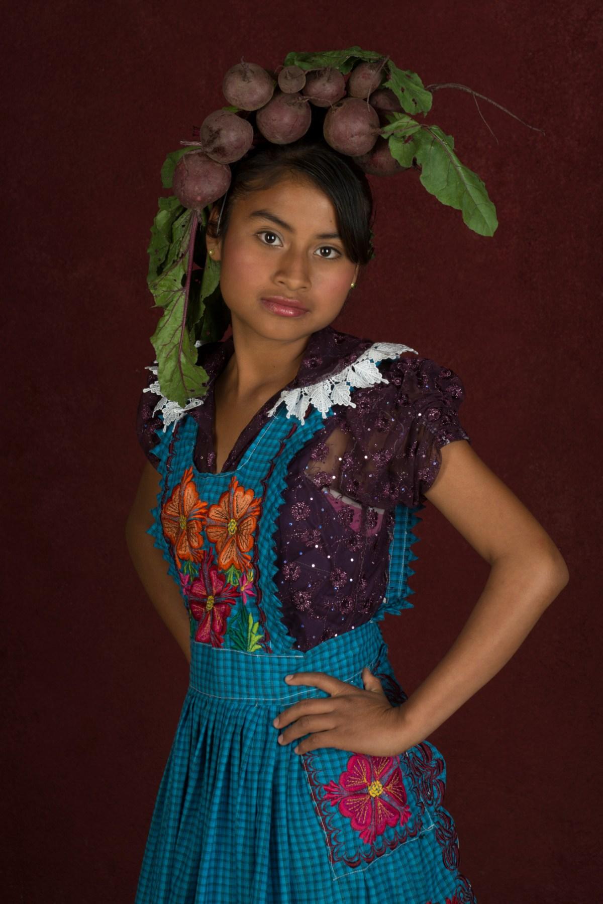 Fotografía retrato niña zapoteca de la artista Marcela Taboada