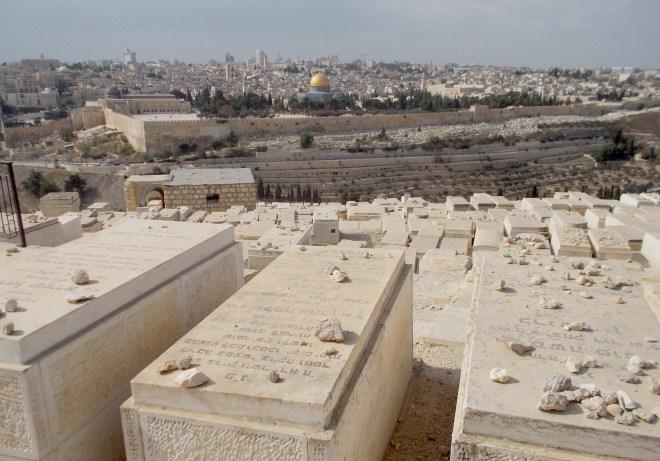 """Jérusalem, la vallée de Jospahat (yehssaphat - """"Dieu juge"""") ou"""" Vallée du jugement"""" vue du mont de Oliviers. Photo DL"""