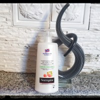 Body lotion NEUTROGENA  With Nordic Berry