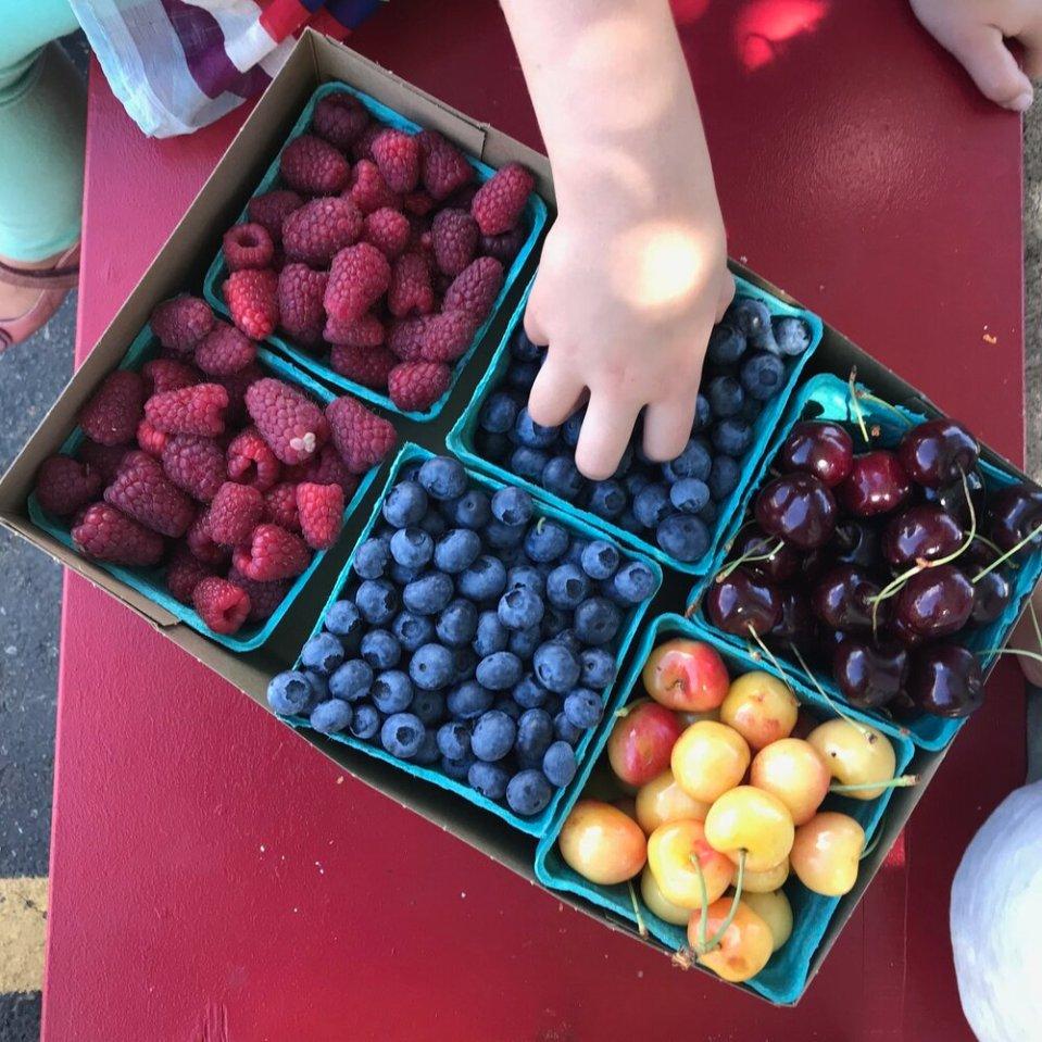 Keep+berries+fresher+longer+with+this+Jar+Method+TIP.jpg