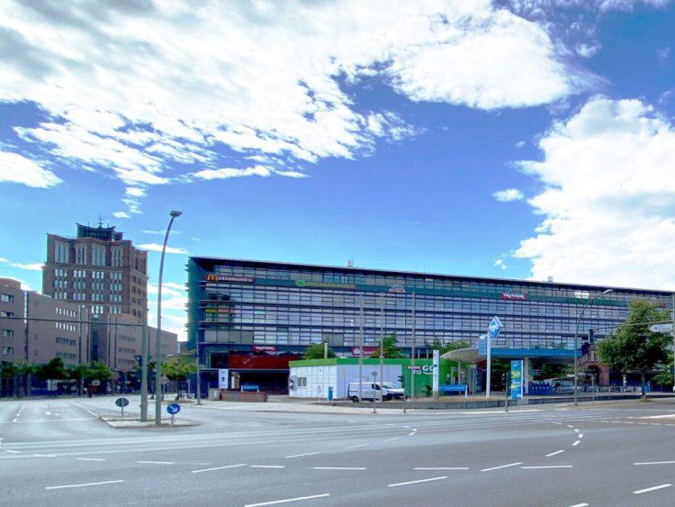 Foto der Geschäftsstelle der Volkshochschule Reinickendorf Am Borsigturm 6, neben den Hallen am Borsigturm (hinter der Tankstelle).