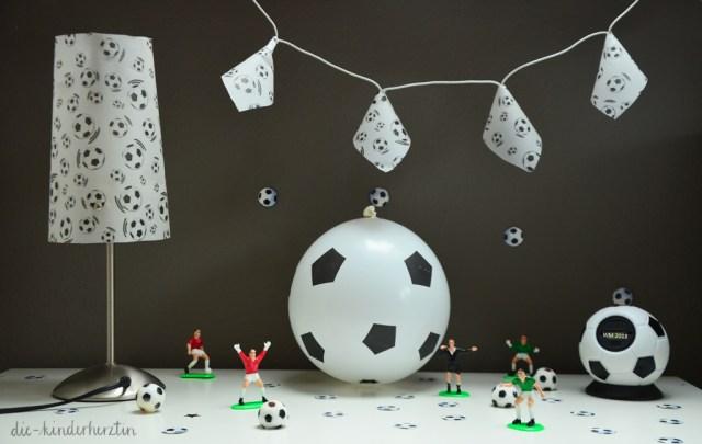 Fußball-Lichterkette mit Fußball-Deko Luftballon und Uhr