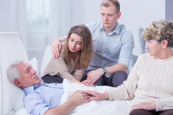 Sterben Angehörige oder Freunde sitzt der Schock tief und der richtige Umgang fällt vielen schwer