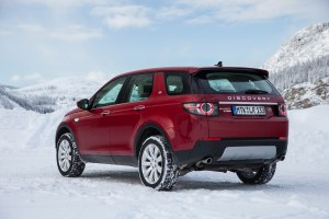 LR_Discovery_Sport_HSELuxery_FirenzeRed_01_15_0002