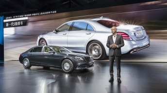 Mercedes-Benz auf der Auto Shanghai 2017: Dr. Dieter Zetsche, Vorstandsvorsitzender der Daimler AG und Leiter Mercedes-Benz Cars, präsentiert die neue Mercedes-Benz S-Klasse auf der Pressekonferenz in Shanghai. ;Kraftstoffverbrauch kombiniert: 9,3 – 8,9 l/100 km; CO2-Emissionen kombiniert: 209 - 203 g/km Mercedes-Benz at the Auto Shanghai 2017: Dr. Dieter Zetsche, Chairman of the Board of Management of Daimler AG and Head of Mercedes-Benz Cars, presenting the new S-Class at the Mercedes-Benz press conference in Shanghai.; Fuel consumption combined: 9.3 – 8.9 l/100 km; CO2 emissions combined: 209 - 203 g/km