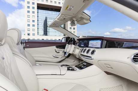 Mercedes-Benz S-Klasse Cabriolet; A 217; Interieur: designo Leder porzellan/tizianrot; Zierteile: designo Klavierlack flowing lines schwarz Mercedes-Benz S-Class Cabriolet; A 217; Interior: designo leather porcelain/tizian red; Trim parts: design piano lacquer, black flowing lines