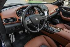 Leder, Holz und gute Verarbeitung: Das Interieur des Levante überzeugt. © Maserati